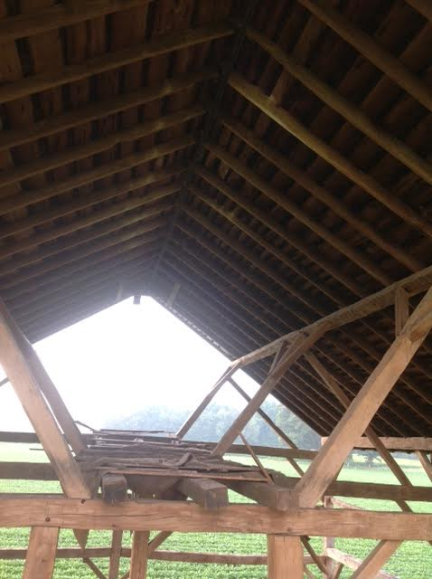 barn-featuring-queen-system-as-rafter-support_green-mountain-timber-frames