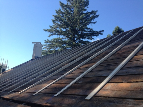 curved-shims-on-new-roof-system_green-mountain-timber-frames