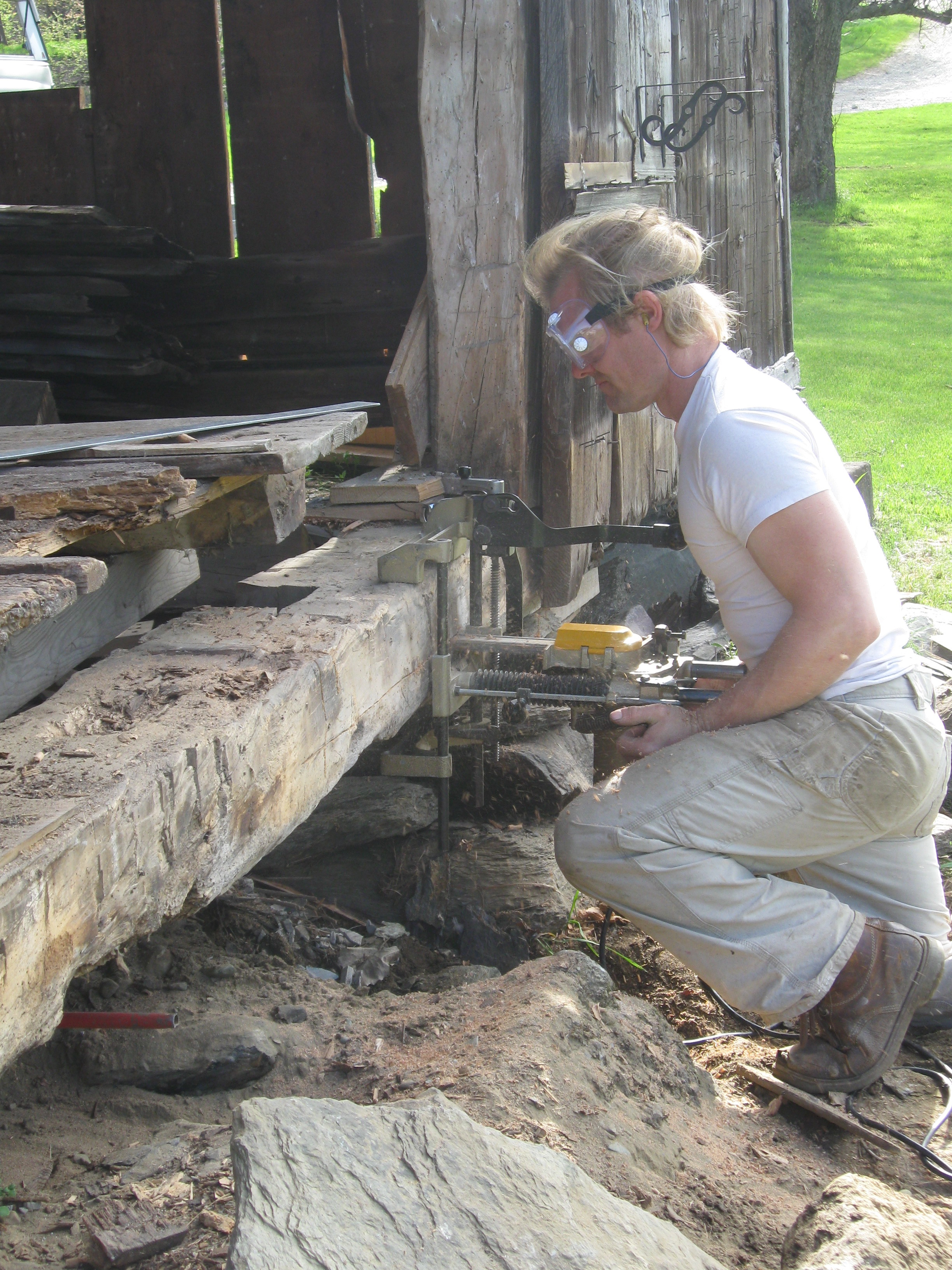 repairing-sill-of-antique-barn-green-mountain-timber-frames