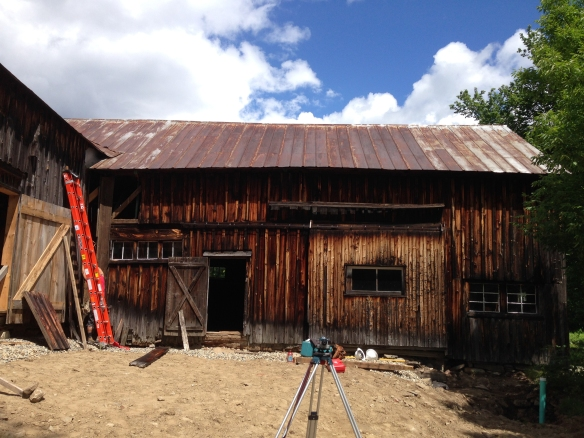 7_lifting historic barn in vermont_Green Mountain Timber Frames