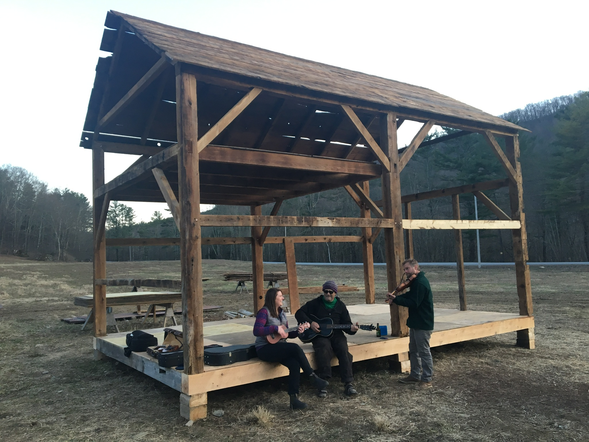 barn raising of 1700s corn crib by green mountain timber frames